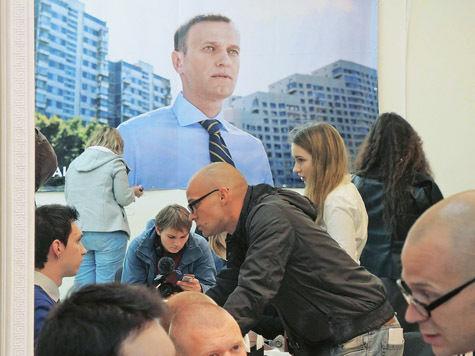 Навальный висит на голоске. В штабе оппозиционера продолжают охоту за нарушениями