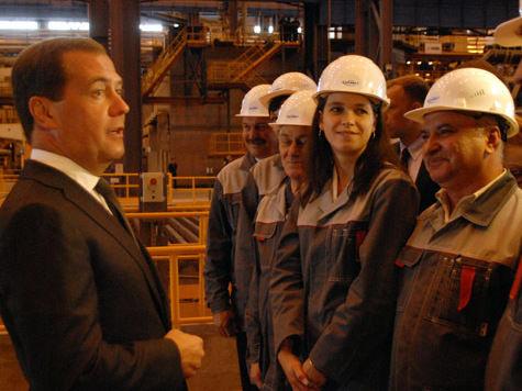 Медведеву устроили фуршет с жидким металлом