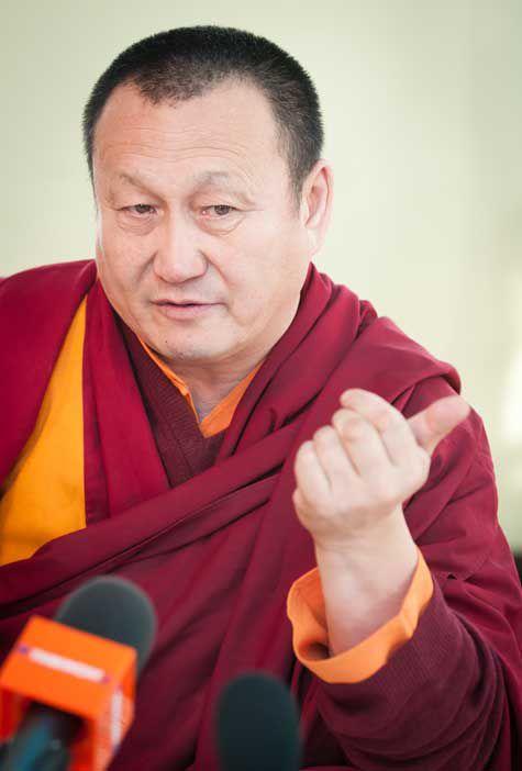 """Хамбо-лама Дамба Аюшеев: """"Уважаемые мои сородичи, научитесь себя уважать и научитесь гордиться собою"""""""