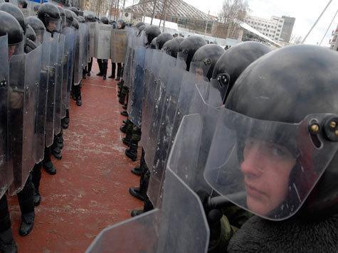 Полиция вооружается против протестующих