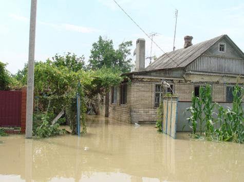 Ткачев задабривает крымчан бесплатной водой