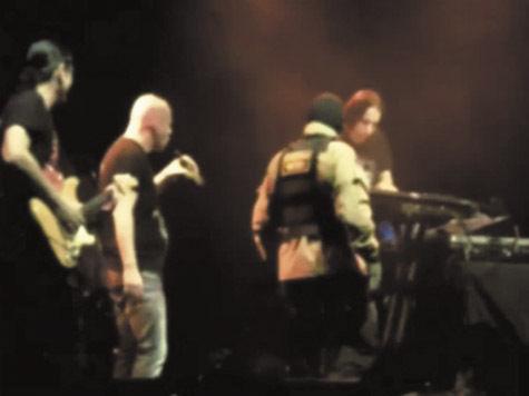 «Маски-шоу» сорвали концерт Infected Mushroom