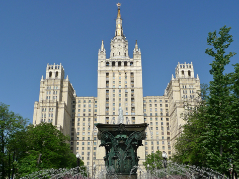 Депутаты не поверили в то, что митинговать около сталинской высотки является древней народной традицией