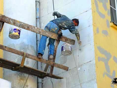 После благоустройства жители дома остались без балконов