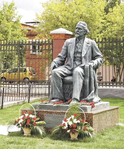 Памятник Николаю Зелинскому открыт