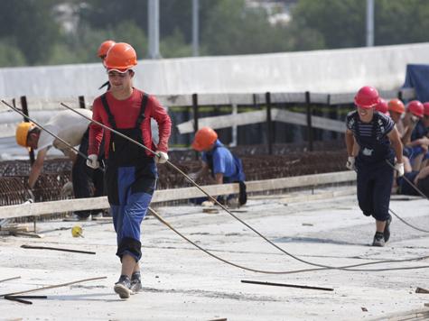 Столичные строители смогут падать с высоты без риска для жизни