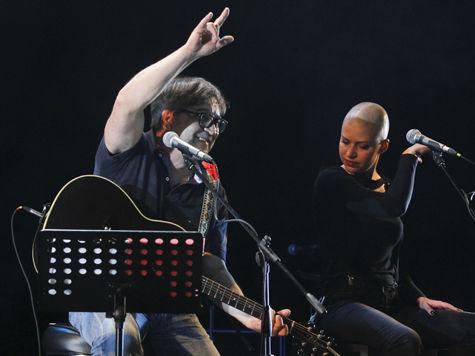 Макаревич спел про Путина и рыбака, а выступивший на протестной акции немецкий музыкант опасается, что его выдворят из России