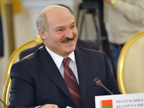 Лукашенко переплюнул Путина — поймал сома на 57кг
