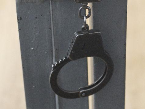 Выяснилось, что помимо нездорового влечения к детям мужчина состоял в банде вымогателей, лидерами которой являлись сотрудники полиции!
