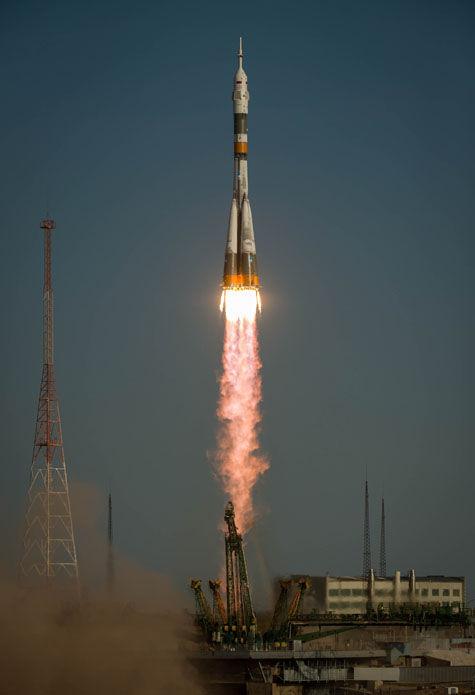В ЦНИИмаш представили новую схему приземления космонавтов, которая была перенесена на сутки по причине плохой погоды.