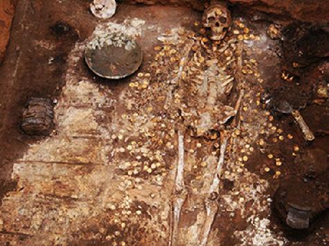 Археологи нашли погребение сарматского колдуна, фляжку патриарха Никона и клад из «мертвого города»