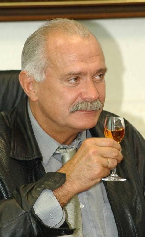 Первым дегустатором михалковского напитка стал Сильвио Берлускони