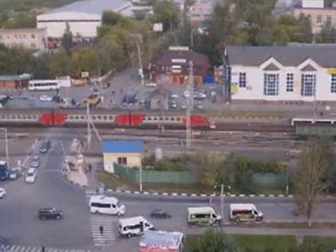 Дежурного по переезду в Щербинке после ДТП уволили сразу с двух работ