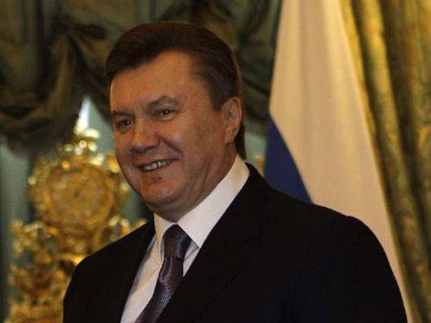 Янукович между стульев