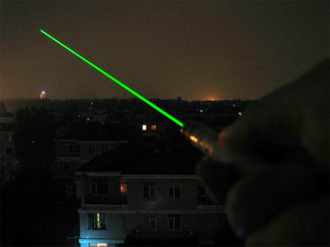 """Мощным лазером пытались ослепить пилотов аэробуса A319, заходящего на посадку в аэропорт """"Домодедово"""", неизвестные злоумышленники"""