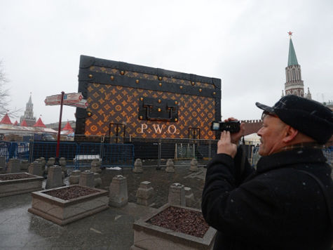 Кремль потребовал убрать «чемодан» с Красной площади