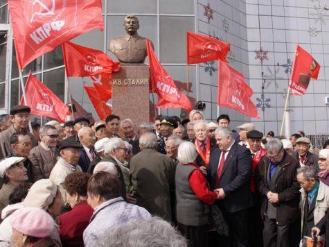 В Якутске открыли памятник Сталину