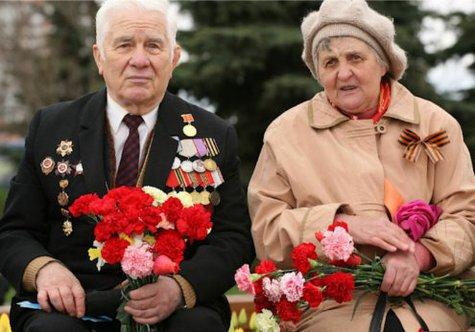 Ежемесячную выплату в размере 500 или 1000 рублей ветераны, инвалиды войны и прочие категории смогут получить, даже если не успели подать свои документы вовремя