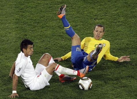 Раньше, на какой бы турнир ни приезжали бразильцы, они играли по хорошо известному принципу: вы нам забьете сколько сможете, мы вам — сколько захотим