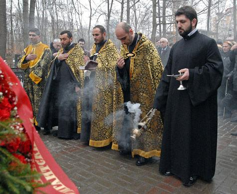 В московской церкви Сурб Арутюн возле хачкара — памятного камня святым мученикам, был совершен заупокойный молебен в память о жертвах Сумгаита
