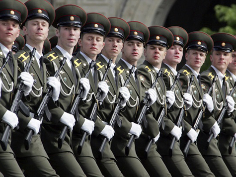 В военных вузах возобновится набор курсантов