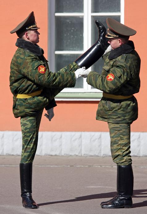 Солдатская обувь в подметки не годится
