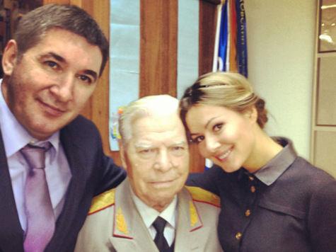Умер дедушка депутата-актрисы Марии Кожевниковой