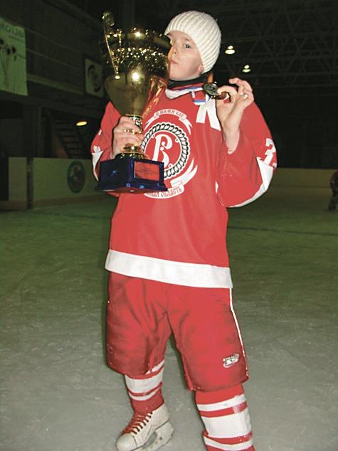 Юный хоккеист не смог пережить смену капитана команды