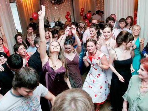 Выпускной бал для бывших учеников московской школы №481 оказался омрачен по вине владельца теплохода, на котором проходило празднование события.