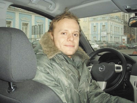 Сына телеведущего Сергея Супонева к месту самоубийства привезла мать