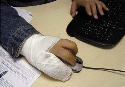 Сложнейшую операцию по восстановлению пальцев руки у 54-летнего москвича, которые он случайно отрезал пилой, выполнили на днях микрохирурги из горбольницы №71
