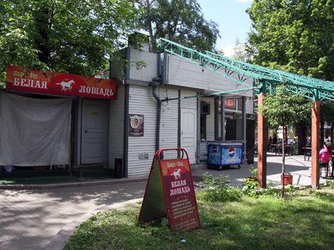 Уличным кафе разрешат мять газон