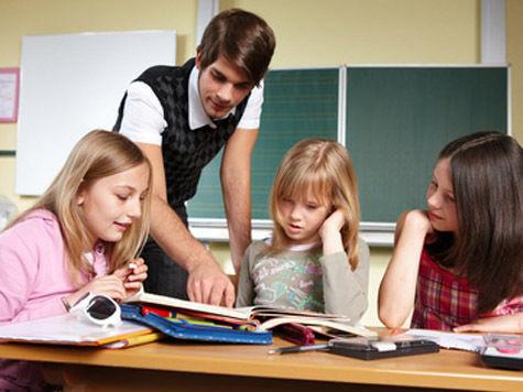 Перевести школьника на семейное обучение можно будет только по его согласию и с разрешения районных властей