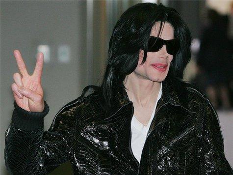 К первой годовщине со дня гибели поп-короля вновь считают его деньги