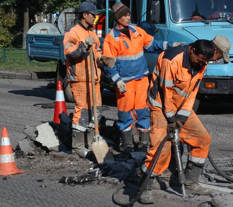 Столичным жителям придется терпеть ночной ремонт дорог до сентября