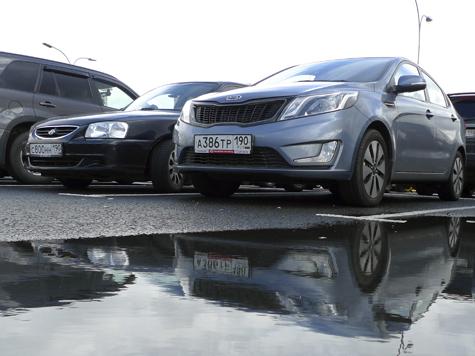 Страж порядка искал машины для продажи у автовладельцев