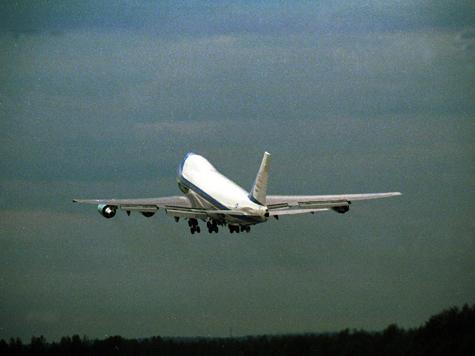 Пассажиров дважды выкуривали из самолета