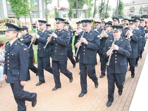 Проще стать военным дирижером или барабанщиком будет теперь выпускникам российских школ