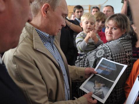 Путин поцеловал «затопленного» мальчика и чуть не подвергся атаке ножницами