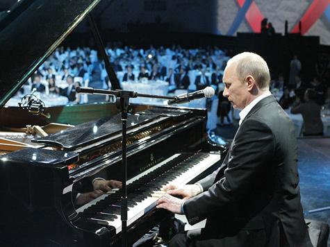 Путин вновь пришел на концерт фонда