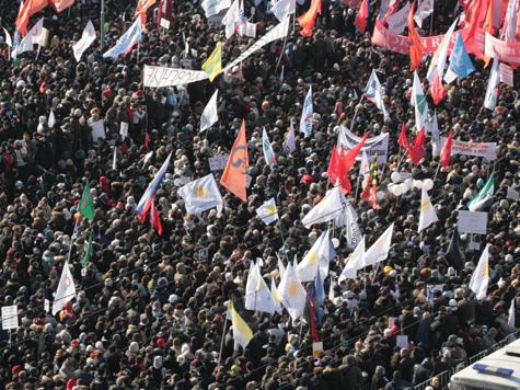 Оппозиция поздравит Путина с инаугурацией