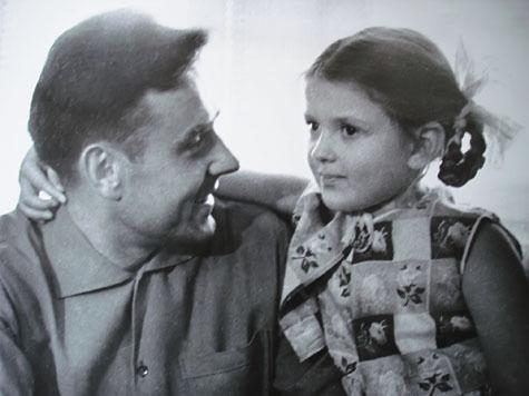 Дочь космонавта Комарова спустя 46 лет рассказала о причинах гибели своего отца