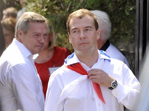 Премьер вступает в партию власти