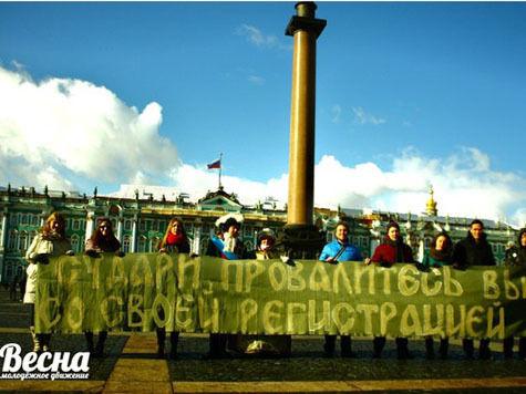 В северной столице, в отличии от Москвы, обошлось без матерных плакатов