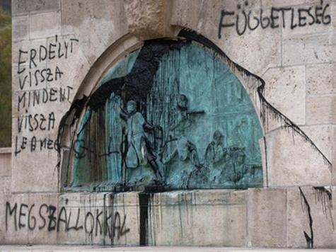 В Будапеште вандалы изрисовали памятник советским воинам