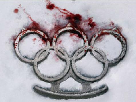 Французские правозащитники сделали из олимпийских колец кровавый кастет