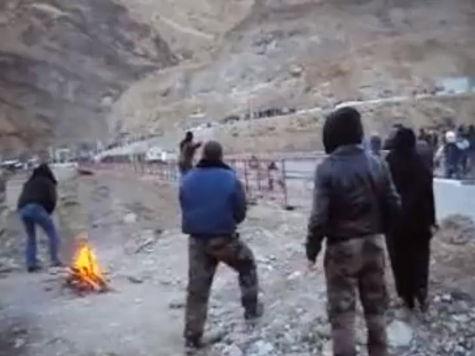 Жители дагестанского села пошли на власть с камнями