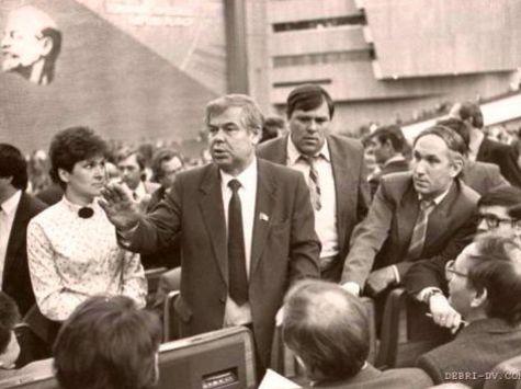 Последние делегаты XXVIII съезда КПСС