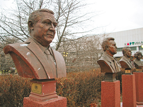 "В парке ""Музеон"" обнаружены нелегальные монументы"