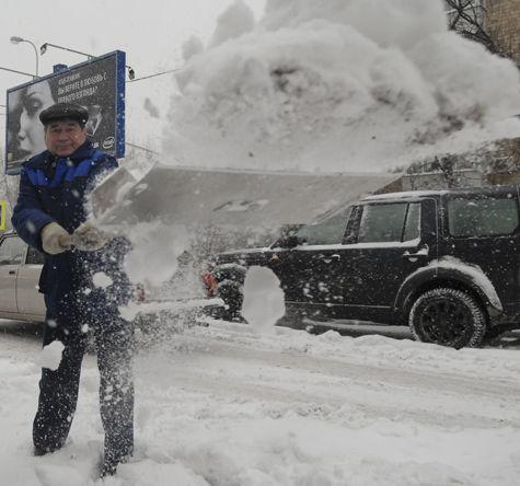 Аномальный киевский снегопад накроет Москву
